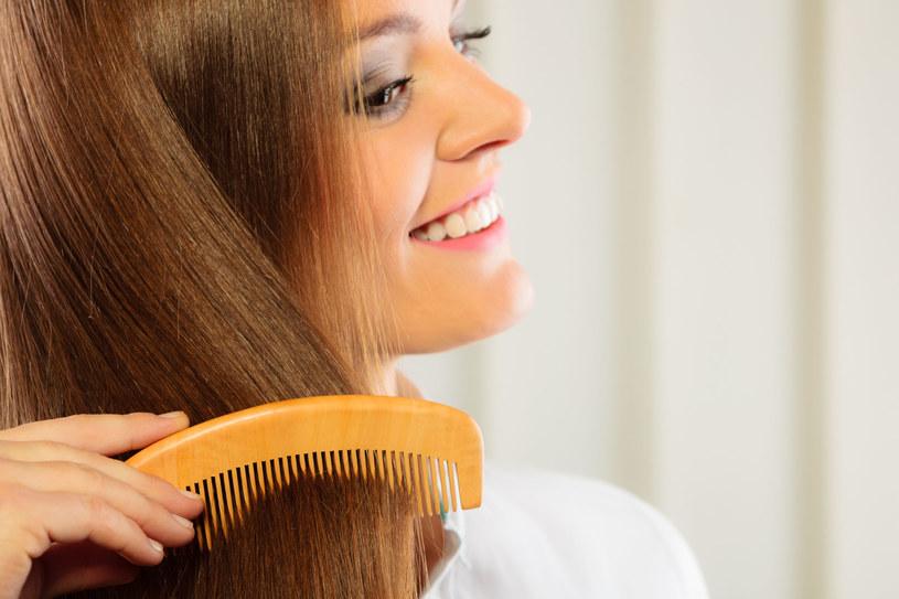 Kondycja włosów zależy w dużej mierze od tego co jemy /123RF/PICSEL