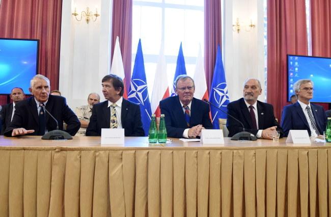 Konferencja przedstawicieli podkomisji smoleńskiej /Radek Pietruszka /PAP