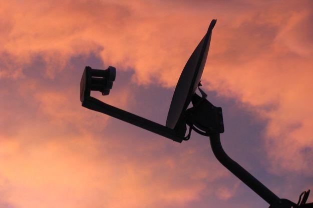 Koniec analogowych transmisji dotarł także do telewizji satelitarnej    fot. Laura Shreck /stock.xchng