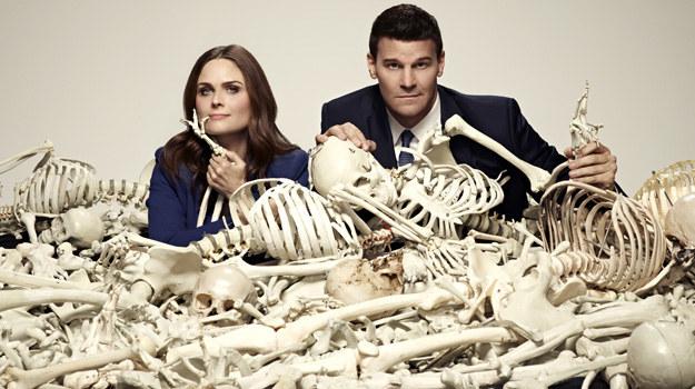 – Koniec sielanki. Życie Bones i Bootha zmieni się radykalnie. Będą musieli przyzwyczaić się do nowej rzeczywistości, ale to zobaczymy już w kolejnym sezonie – zdradza Emily Deschanel. /Polsat