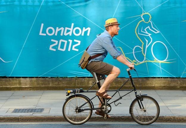 Koniec z jazdą w kapeluszu? /AFP