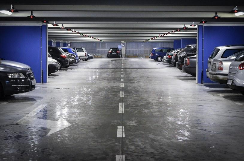 Koniec z koniecznością zapamiętywania numeru miejsca parkingowego i zastanawiania się, którędy dotrzeć na poziom parkingu /materiały prasowe