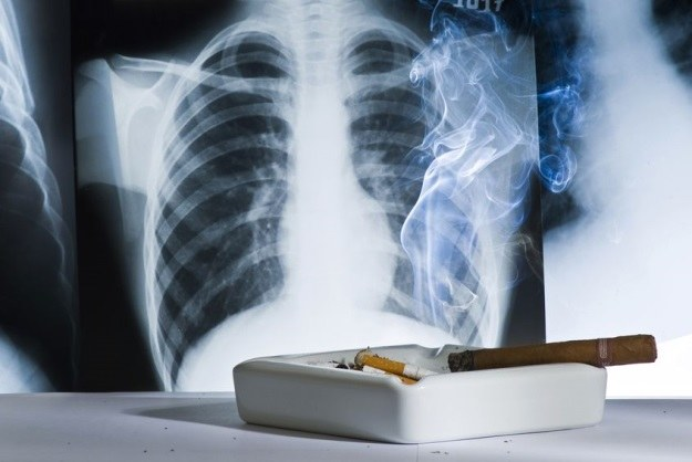 Koniec z paleniem - paczka papierosów prawdę ci powie /123RF/PICSEL