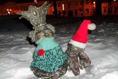 Konopnickiej i skrzatom nie jest już zimno. Dostali czapki i szaliki
