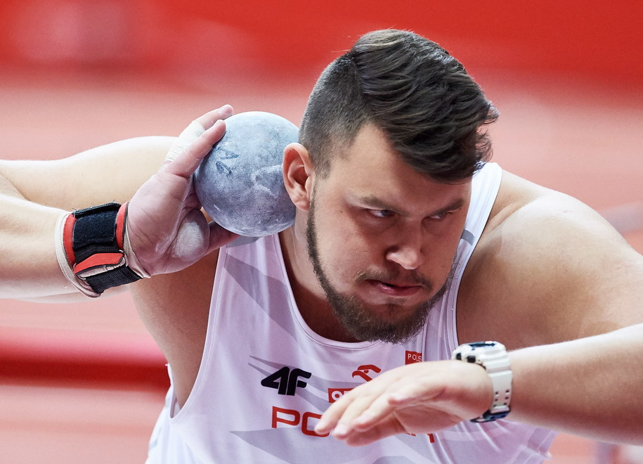 Konrad Bukowiecki w finale pchnięcia kulą podczas HME w Belgradzie /Adam Warżawa /PAP