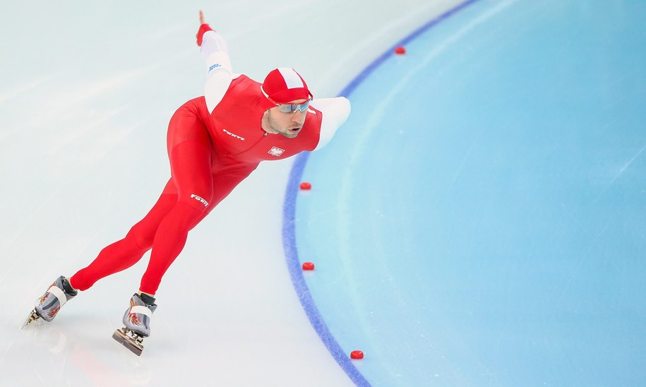 Konrad Niedźwiedzki w czasie biegu na 1500 m /HANNIBAL HANSCHKE /PAP/EPA
