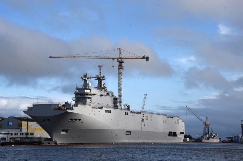 Kontrakt przewidywał kupno dwóch okrętów desantowych typu Mistral. /MARCUS BRANDT /EPA