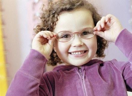 Kontrola wzroku powinna wchodzić w skład kompleksowego badania dziecka