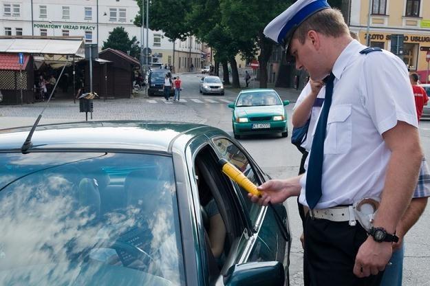 Kontrole ujawniają coraz większą liczbę pijanych kierowców / Fot: Tadeusz Koniarz /Reporter