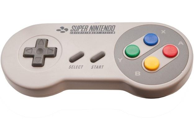 Kontroler od prototyp pierwszej konsoli PlayStation różnił się wyłącznie nadrukiem z logo marki /123RF/PICSEL