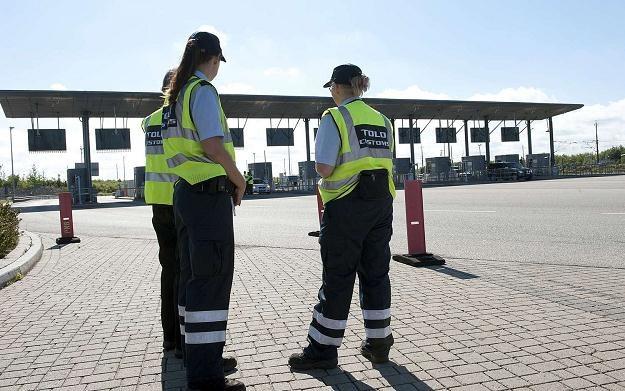 Kontrolerzy na granicy duńskiej: wewnątrzunijnej i schengeńskiej /AFP