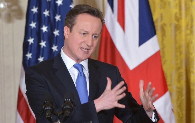 Kontrowersję wzbudził list szefa komisji dochodzeniowej do premiera Davida Camerona /AFP