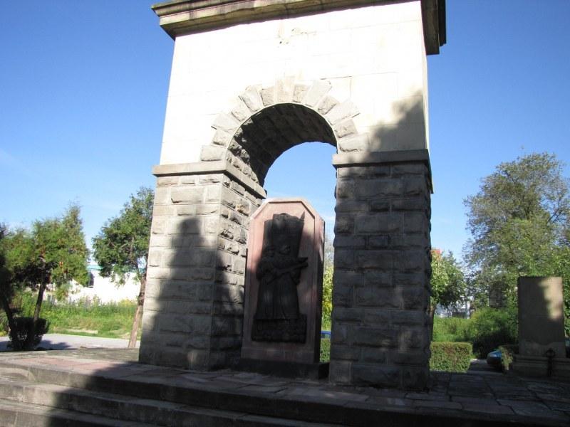 Kontrowersyjne mauzoleum w Nowym Sączu /Maciej Pałahicki /RMF FM