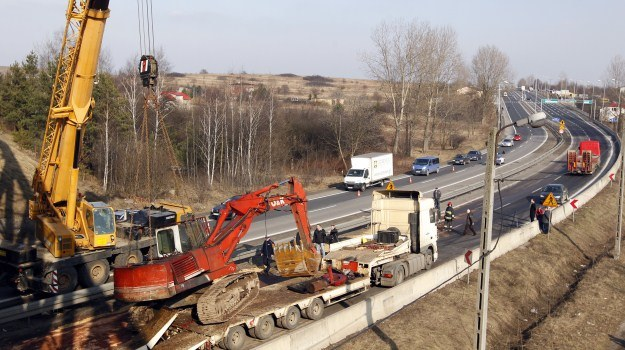 Koparka uszkodziła wiadukt /PAP