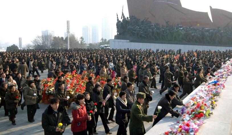 Koreańczycy składają kwiaty /PAP/EPA
