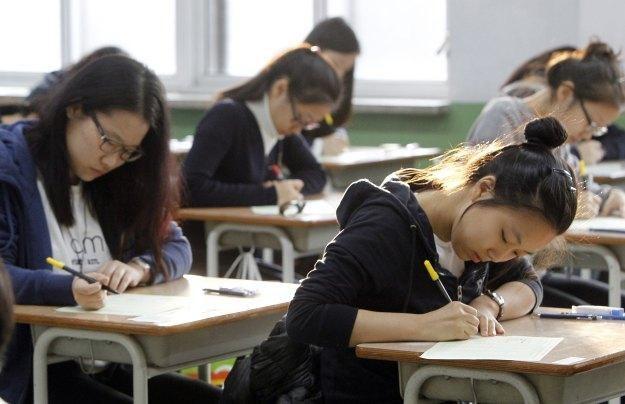 Koreańscy uczniowie będą mogli zapomnieć o tradycyjnych podręcznikach /AFP