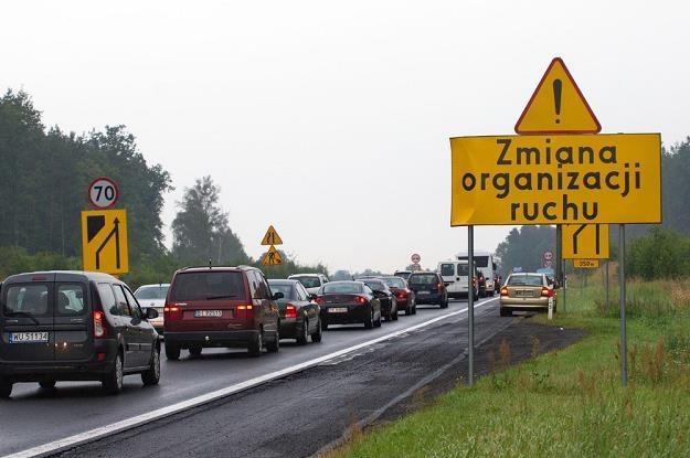 Korek i zwężenie drogi. Jak jechać? / Fot: Lech Gawuc /Reporter