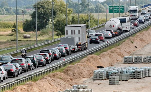 Korki i wypadki. Zatłoczone autostrady przed bramkami i... stacje benzynowe