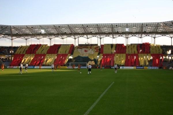 """""""Koroniarz"""" na trybunach stadionu w Kielcach /MEDIASPORT"""