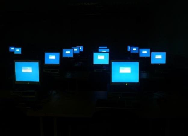 Korzystanie z dobrodziejstw Web 2.0 w pracy może skończyć się nieciekawie     fot.  Jenny Rollo /stock.xchng