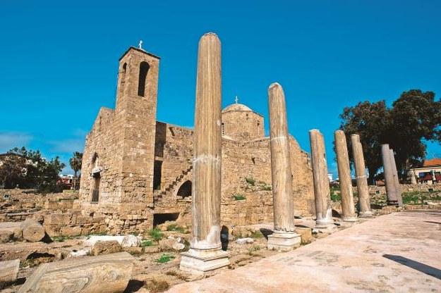 Kościół Naszej Pani Złotej  na obrzeżach Nikozji  skrywający jaskinię,  znajduje się na...