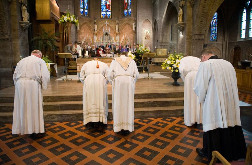 Kościół podejmuje wiele inicjatyw, które mają zachęcać młodych do kapłaństwa czy do życia w zakonie /123RF/PICSEL