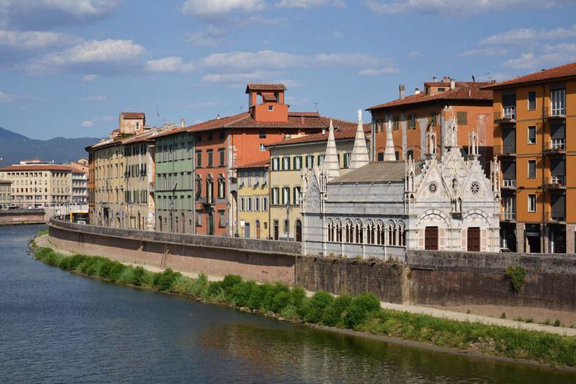 Kościółek Santa Maria della Spina w Pizie stoi nad brzegiem rzeki Arno. Niegdyś był w nim cierń z korony Chrystusa /123RF/PICSEL