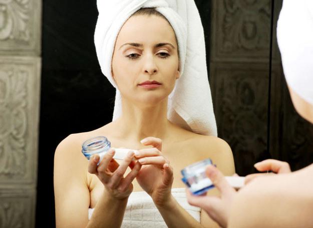 Kosmetyki do cery wrażliwej powinny mieć składniki łagodzące /123RF/PICSEL