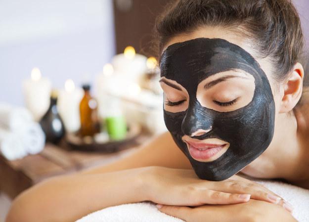 Kosmetyki z aktywnym węglem doskonale odżywią twoja skórę /123/RF PICSEL