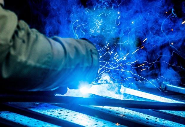 Koszty zatrudnienia największą barierą działalności przedsiębiorstw w Polsce /PAP/EPA