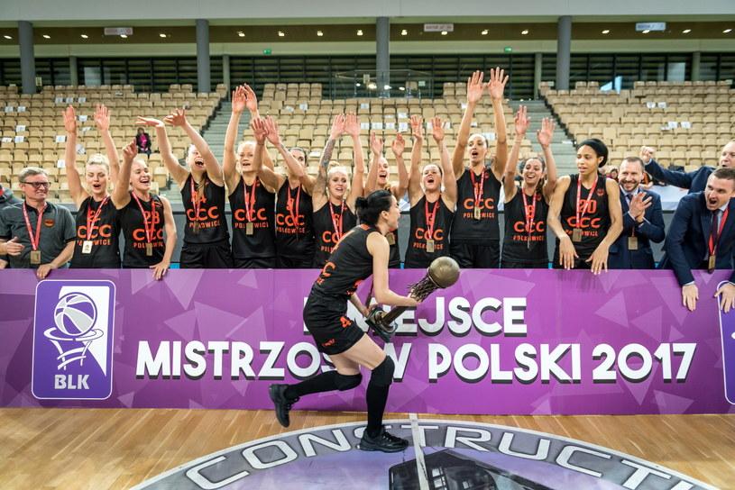 Koszykarki CCC Polkowice cieszą się z medalu /Tytus Żmijewski /PAP