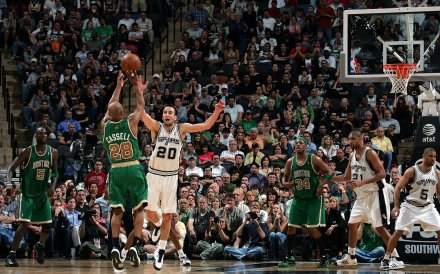 Koszykarze Boston Celtics wygrali po raz 53 w 66 spotkaniach /AFP