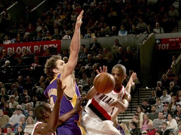 Koszykarze Los Angeles Lakers przegrali z Portland Trail Blazers 103:113 /AFP