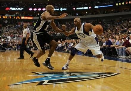 Koszykarze San Antonio Spurs wygrali czwarty mecz z rzędu /AFP