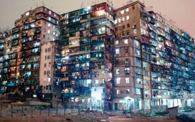 Kowloon - miasto zbudowane bez udziału architektów - materiał pochodzi z serwisu YouTube.com /materiały prasowe