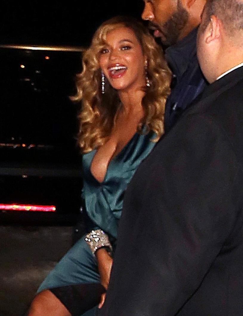 Krągłości? Owszem, ale ciało musi być w ryzach. Beyonce regularnie stosuje bieliznę wyszczuplającą /East News
