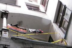 Kraków: Mieszkańcy kamienicy obwiniają jej zarządcę o tragiczny wypadek