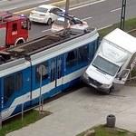 Kraków: Zderzenie tramwaju z samochodem dostawczym