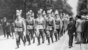 Krakowska kiełbasa i ułańskie kabaty. Jak wystawiano Legiony Polskie w 1914 r.?