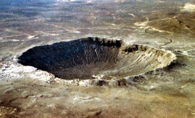 Krater powstały po uderzeniu w Ziemię asteroidy o średnicy 40 metrów. /AFP
