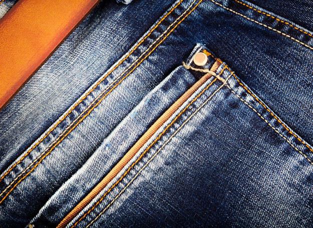 Krawiec Jaco Davis wpadł na pomysł, by po prostu wzmocnić spodnie kowbojów /©123RF/PICSEL