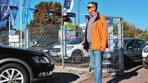 Kredyt i samochód od ręki? Kupujemy auto używane w komisie i... mierzymy czas!