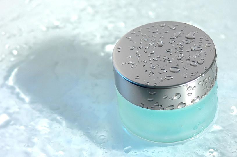 Krem wodny ma lżejszą konsystencję i lepiej się wchłania /©123RF/PICSEL