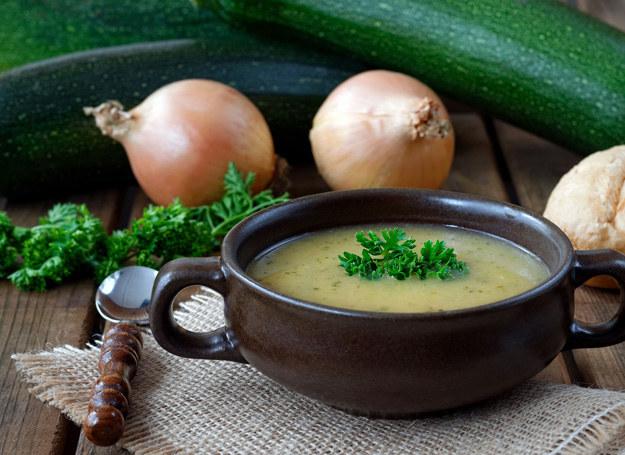 Kremowa zupa z cukinii /123RF/PICSEL