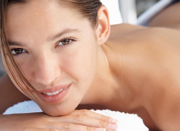 Kremy, odżywki i kosmetyki do pielęgnacji skóry wspaniale nawilżają, ale nie wypełnią zmarszczek /© Panthermedia