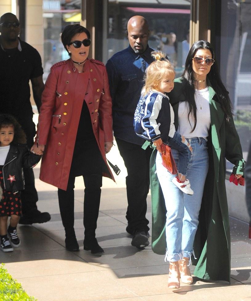 Kris Jenner z rodziną /Splash News /East News