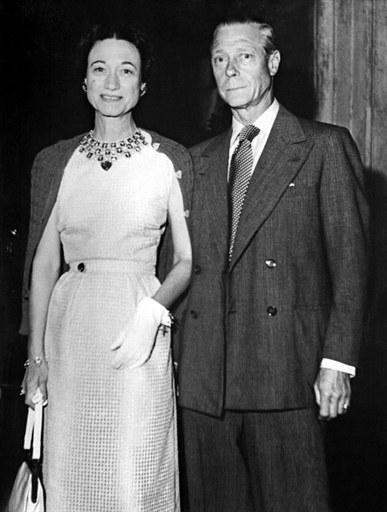 Król Edward VIII z żoną Wallis Simspon  /AFP