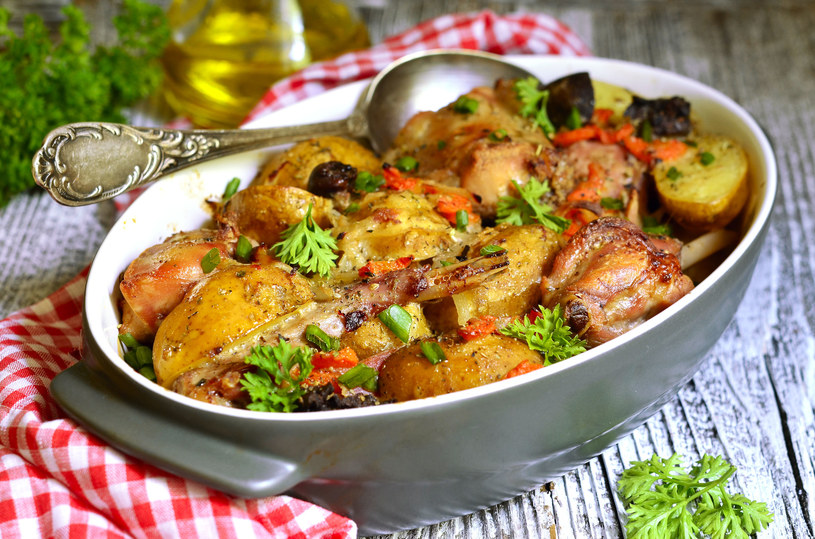 Królik z ziemniakami /123RF/PICSEL