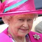 Królowa Elżbieta II korzysta z maila