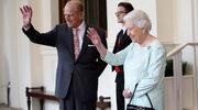 Królowa Elżbieta II: perły, rękawiczki i torebka - ważne elementy ubioru